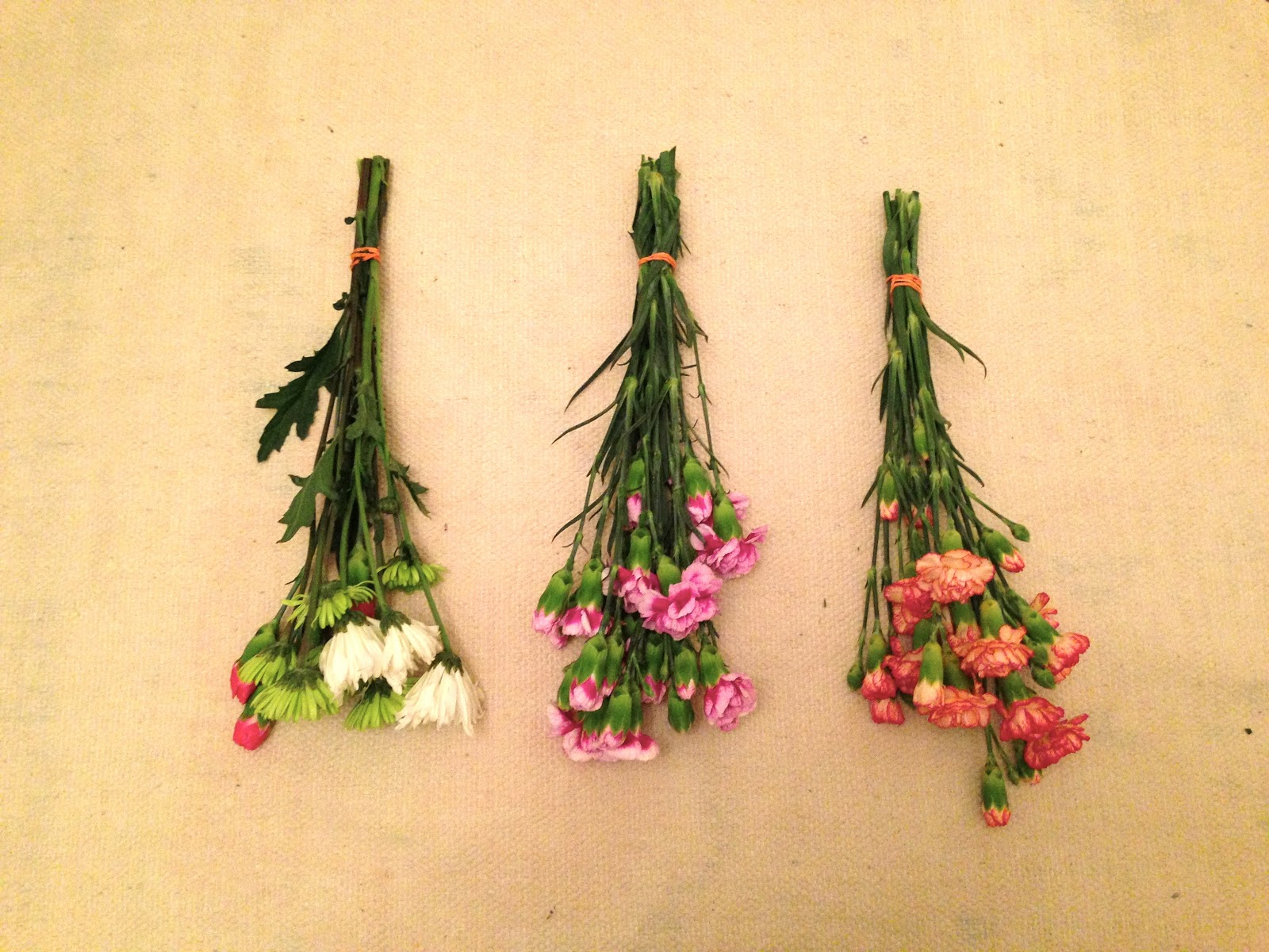Diy dried flower wall hanging for sure j 39 adore for How to make a flower wall hanging